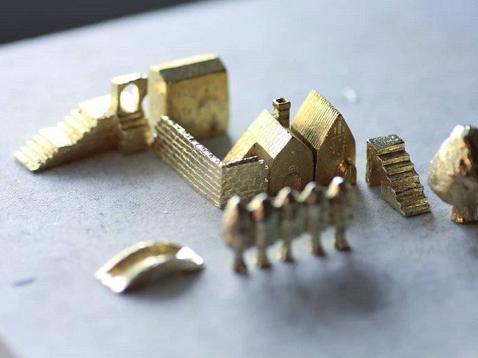 「穀雨」の真鍮製オブジェ「どこか遠くにある街」2