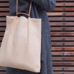 キズや穴も個性。石巻産の鹿革を活かした「Leather Lab. hiーhi」の味わい深いバッグ