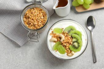 腸活をよりスムーズにして痩せやすい体に。ヨーグルトを食べるベストなタイミングとは?
