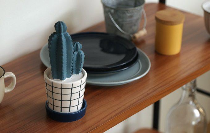 「Onlili(オンリリ)」の陶器エコ加湿器 2本のサボテンが並んだ形