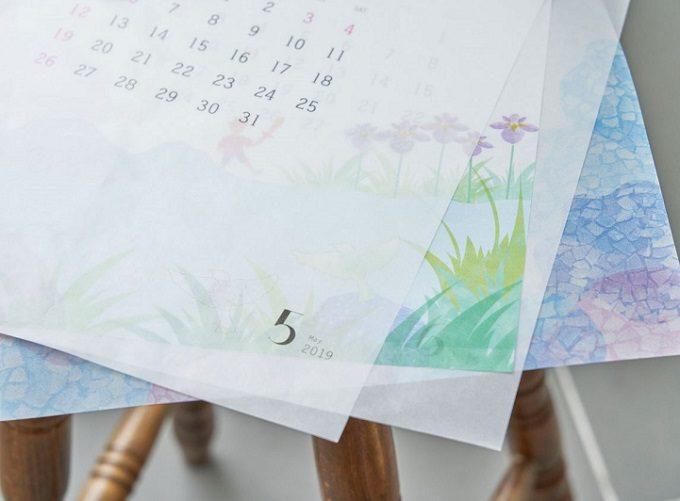 """2020年おすすめのおしゃれなカレンダー「glassine paper Calendar """"satoyama""""(グラシンペーパーカレンダー""""さとやま"""")」、紙の質感"""