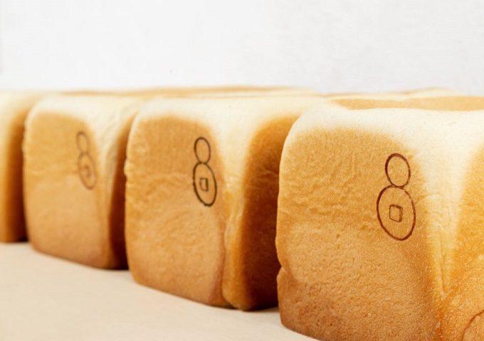「高級食パン専門店エイト」の「食パン(ぷれーん)1.5斤」2