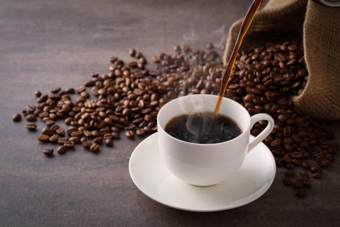 「コーヒー染め」のやり方、カップに入ったコーヒー
