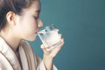 「白湯」の基礎知識。美容と健康への効果、正しい作り方、飲み方とは?
