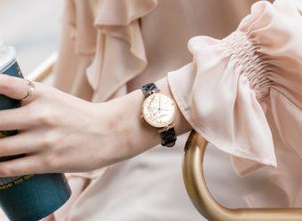 冬のロンドンを思わせる雪と花の模様。「VICTORIA・HYDE LONDON」新作腕時計