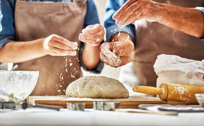 パンを作っている写真