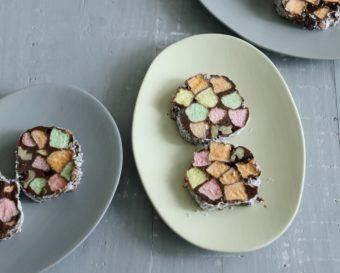 ステンドグラスみたいなカラフルお菓子。「チャーチウィンドウクッキー」の簡単レシピ