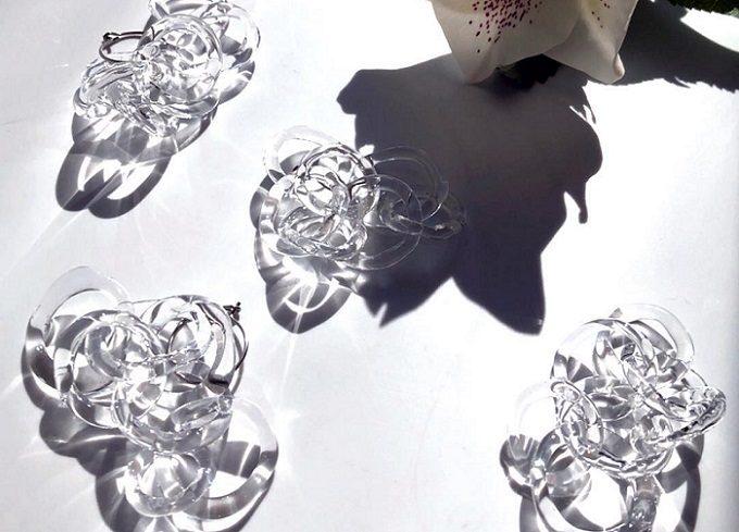 ガラスを加工して作るアクセサリーの写真