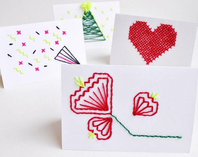 お花やクラッカー、ハートなどの絵柄のカードの写真