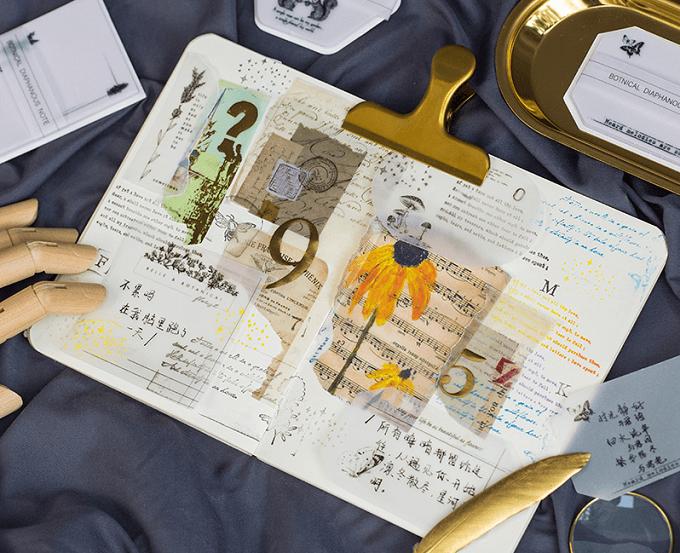 「MONOCHIMO(モノチモ)」のメモなどでデコレーションした手帳