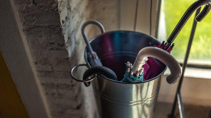 玄関の臭い、気になりませんか?すぐにできる原因別・消臭対策と掃除方法