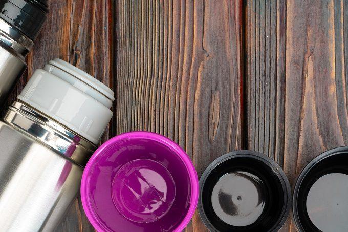 水筒(ステンレスボトル・マイボトル)の茶渋を洗うためにコップを外している