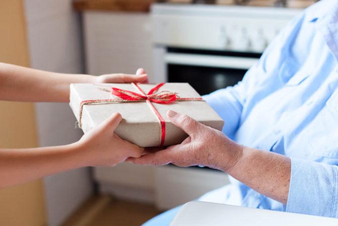 大人なら知っておきたい、長寿祝いに最適なプレゼントとお祝いのマナー