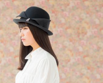 映画を彩るヒロイン気分で被りたい。「テテ サロン・ド・シャポー」のクラシカルな帽子