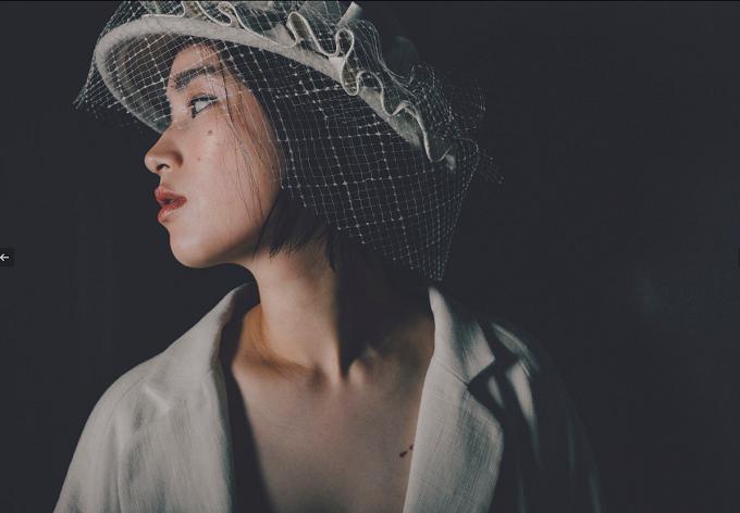 グレーベージュの帽子のモデル着用写真