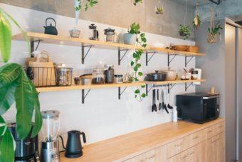 「おうち時間」がもっと心地よく。カフェ風インテリアをつくる4つのポイント