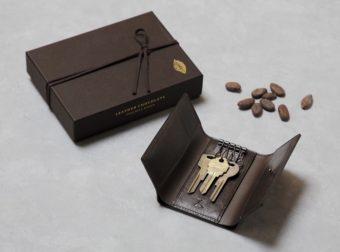 本命のあの人に贈りたい。「土屋鞄製造所」のチョコレートのような深みのあるキーケース
