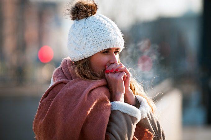 お腹と太ももを温めて全身ポカポカ。冷え改善&痩せやすい身体を目指す簡単習慣