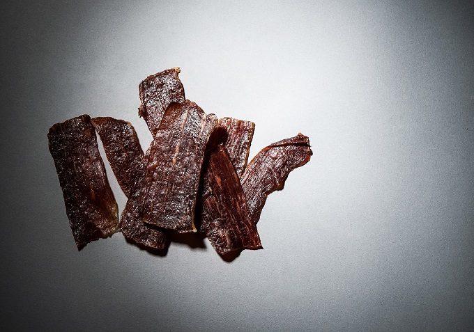 プチ贅沢なおつまみで大人時間を楽しむ。噛むほどに肉の旨味が広がる「NICK JERKY」