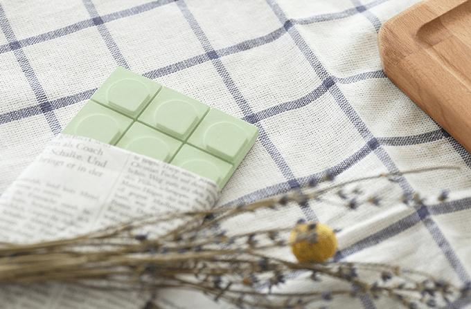 グリーンカラーの「mercyu(メルシーユー)」のチョコ型フレグランス