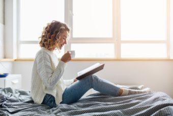 読むだけで日々の不調を解消。心と体を整えるアイデアが詰まった魔法の2冊