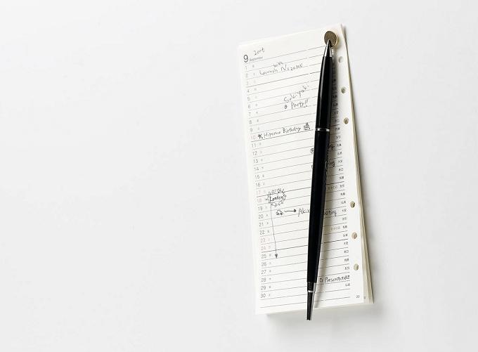 「100percent(ヒャクパーセント)」の磁石付きの画鋲にくっついたメモ帳とペン