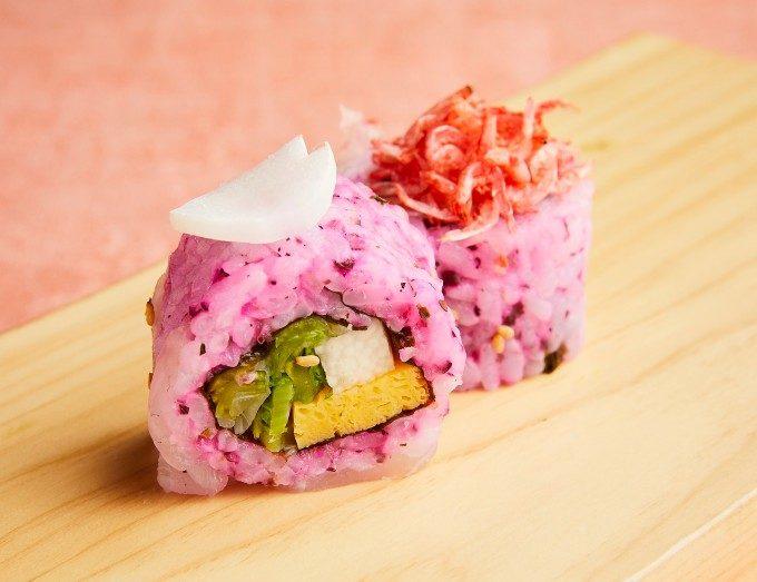 蓋を開けた瞬間にときめく。宝石箱のように美しいカラフルひとくちロール寿司弁当