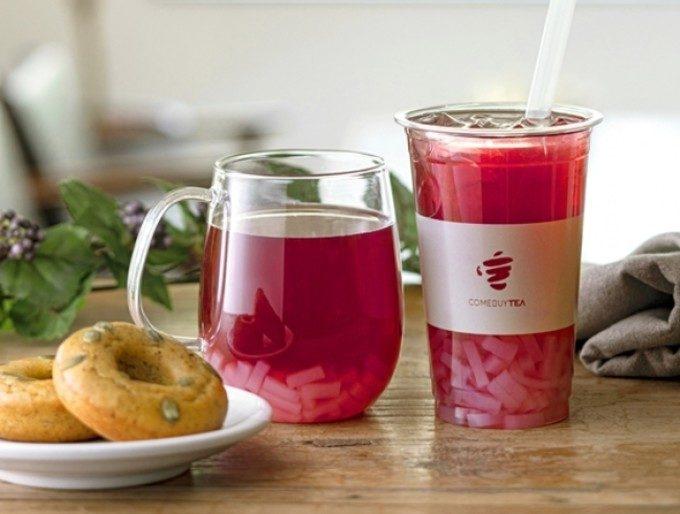 クセになる甘酸っぱさでリフレッシュ。春らしいピンク色が美しい台湾発「カシスマテティー」