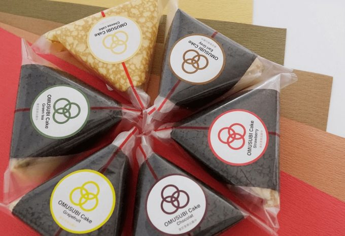 放射状に置かれた「OMUSUBI Cake」6種類
