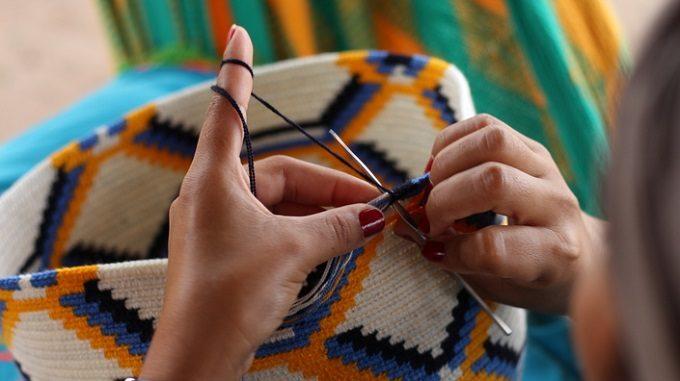 春の装いのアクセントに。独特の柄やカラーが魅力の「Wayuula」のバッグ