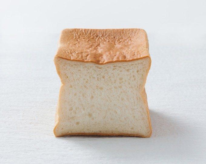 噛むほどに口に広がるやさしい甘み。栗がゴロゴロと入った「あずき」の新作「KURI食パン」