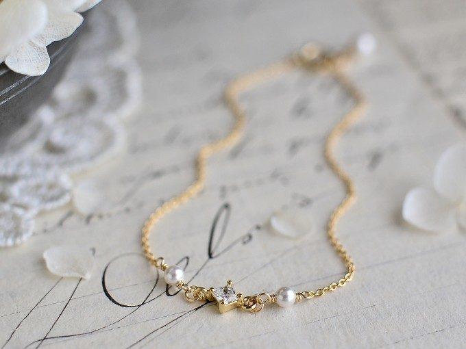 春の装いはまず手元から。華奢ながら存在感を放つ「lovebird」のゴールドブレス<3選>