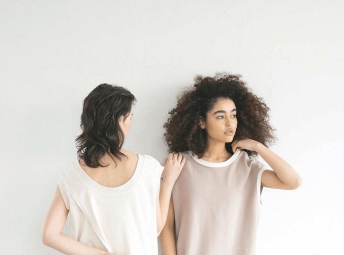 「KEnTe」のルームウェアを着た女性2人