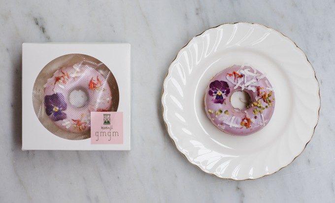 絵に描いたような麗しさ。「gmgm」が贈るお花の焼きドーナツで素敵なおうちカフェタイムを