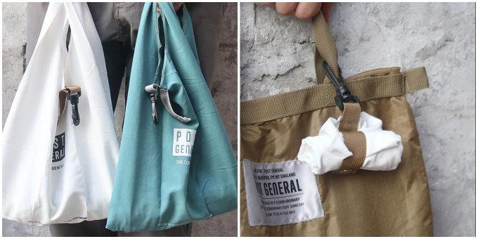 コンビ二でも使いやすいミニエコバッグには、フック付きなので持ち歩きに便利