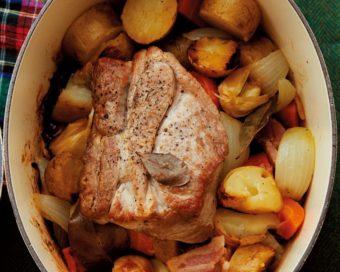 お肉も野菜もうまみがたっぷり。冷凍保存もできる簡単「ローストポーク」