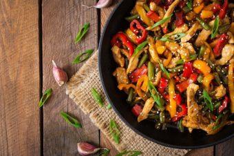 普段の料理がぐっと美味しく。瞬間蒸発で旨味を凝縮する「バーミキュラフライパン」