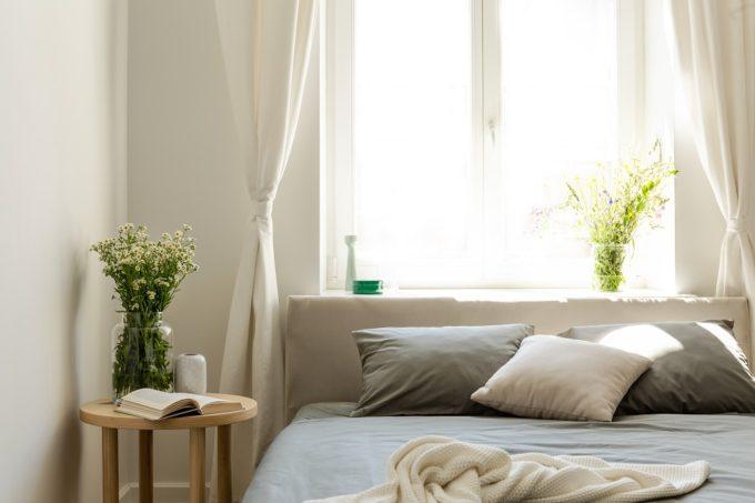 心とからだをほぐす場所。心地よい「寝室インテリア」のつくり方