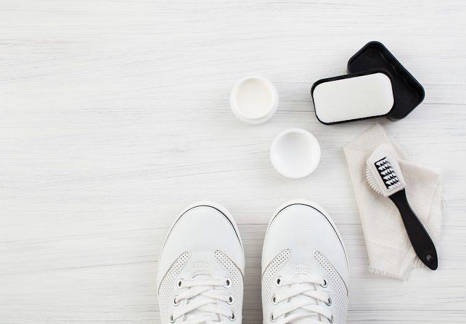 丸洗いしなくてOK。ブラシやスプレーなどでできるファブリック素材の靴のお手入れ