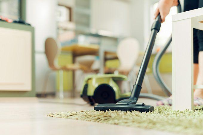 シンプルなインテリアで暮らしがラクに。きれいをキープする部屋別「掃除」のポイント