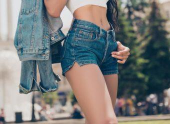 運動しなくてもスタイルアップが期待できる。正しい姿勢をキープ&足をもむだけ簡単ダイエット