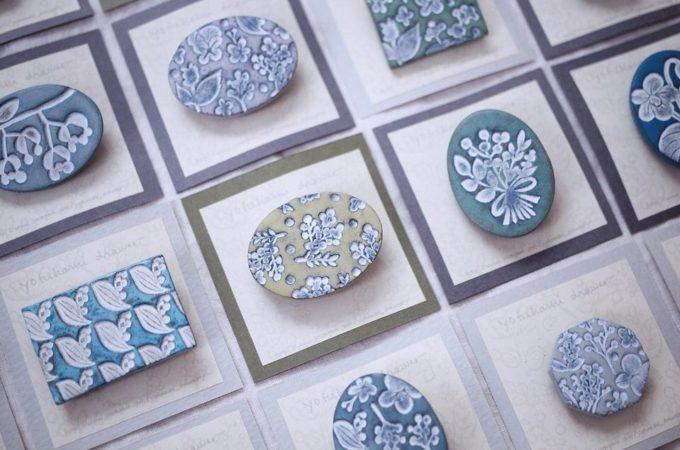 一期一会の色とデザイン。アンティークのような風合いの「yofukashi drawer」のブローチ
