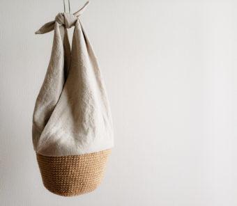 長く使い続けたい。「asa」が丁寧に編んで作る、麻ひもとリネンの風合い豊かなかごバッグ