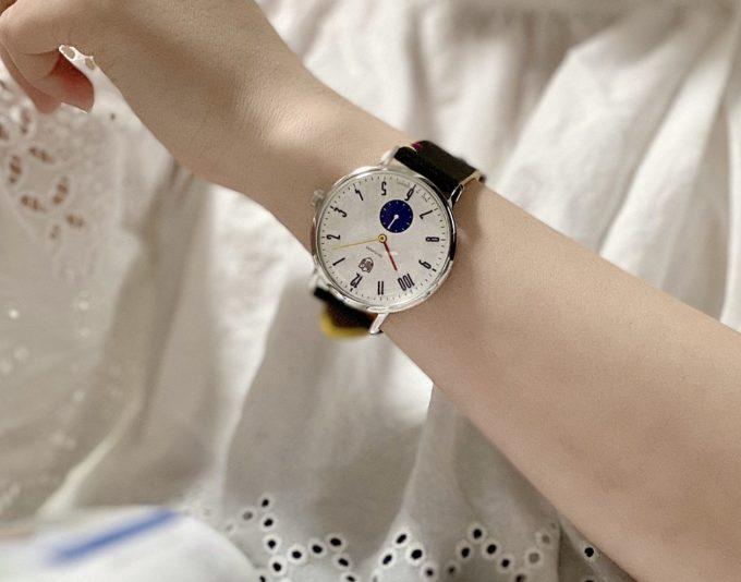 シンプルデザインに3色のアクセント。「DUFA」のバウハウス100周年記念モデルの腕時計