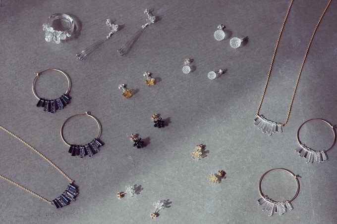 まるでシフォンのようにふんわり。「glass studio chiffon」の柔らかな印象のネックレス