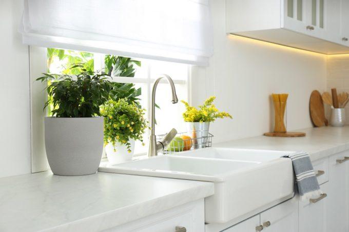 キッチンを使いやすく楽しい空間に。「見せる収納」が上手くいく5ステップ
