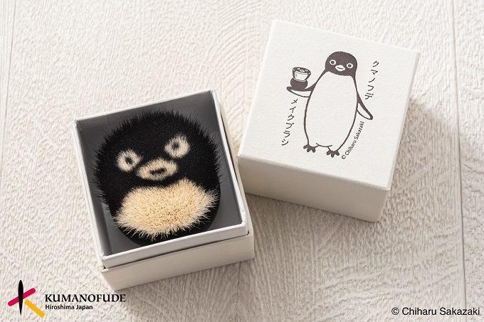 キュートな表情と極上の使い心地。身も心も癒されるフェイスブラシ「ペンギンクマノフデ」