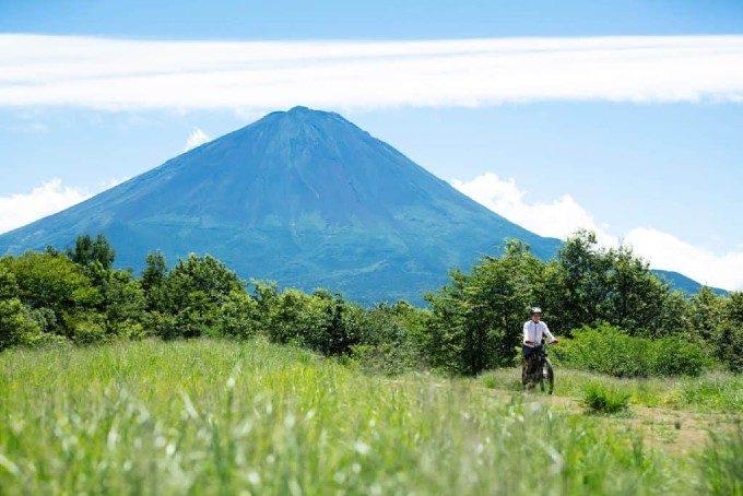 自然の息吹で心を解放。大人の休暇を満喫する「星のや富士」の贅沢グランピング体験