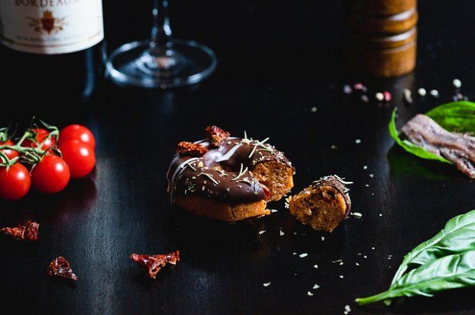 ユニークな味と美しい見た目に心躍る。gmgmから届いた「おつまみ焼きドーナツ」