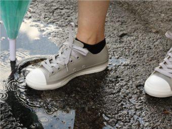 雨の日も軽やかに出かけよう。見た目はスニーカー、機能は長靴の「レインスニーカー」